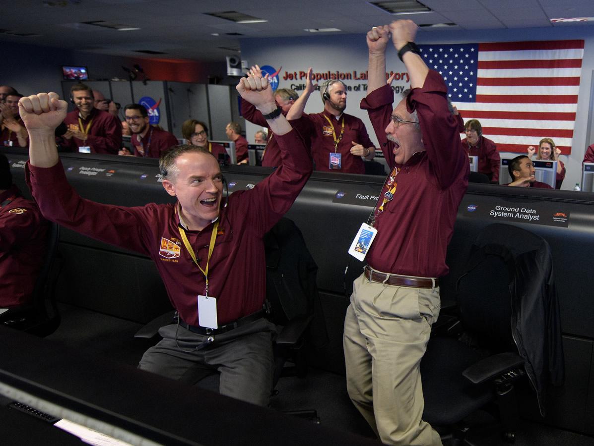 Celebraciones en el Centro de Control de la Misión InSight