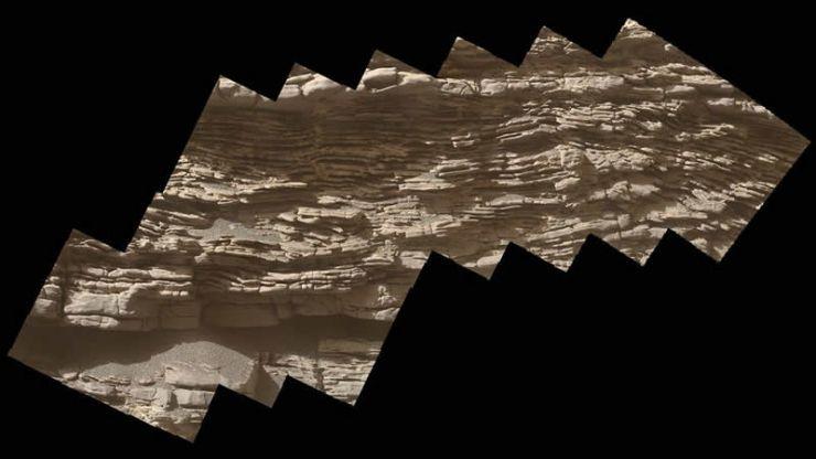 """Capas de sedimentos en una roca llamada """"Strathdon""""."""