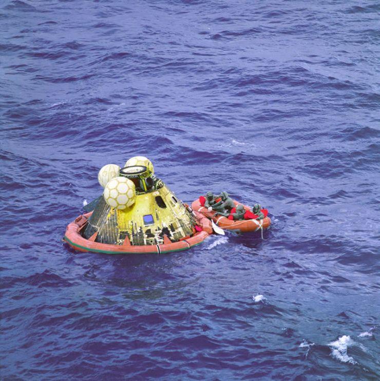 24 de julio de 1969: Amerizaje del Apolo 11 en el Océano Pacífico.