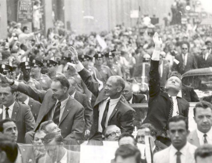 La ciudad de Nueva York recibe con honores a los tres astronautas del Apolo 11g