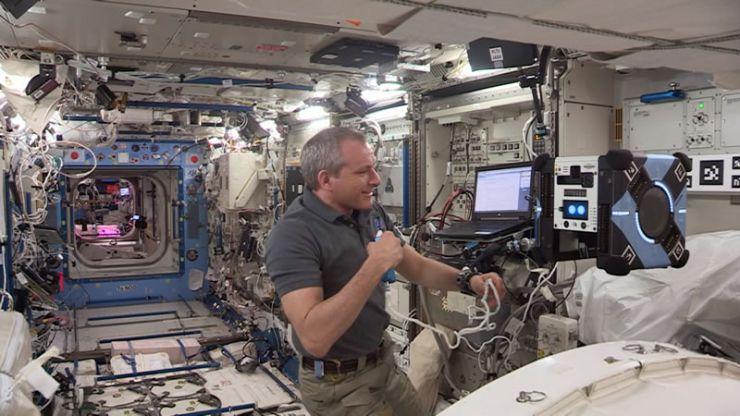 El Robot Bumble se Convierte en el Nuevo Tripulante de la ISS